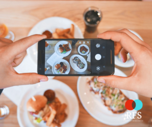 restaurant marketing ideas - taking a picture of food